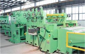 Machine à refendre les tôles d'acier
